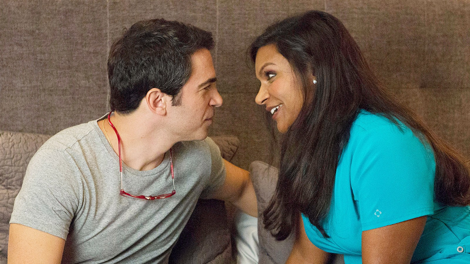 Does mindy ever hook up with danny