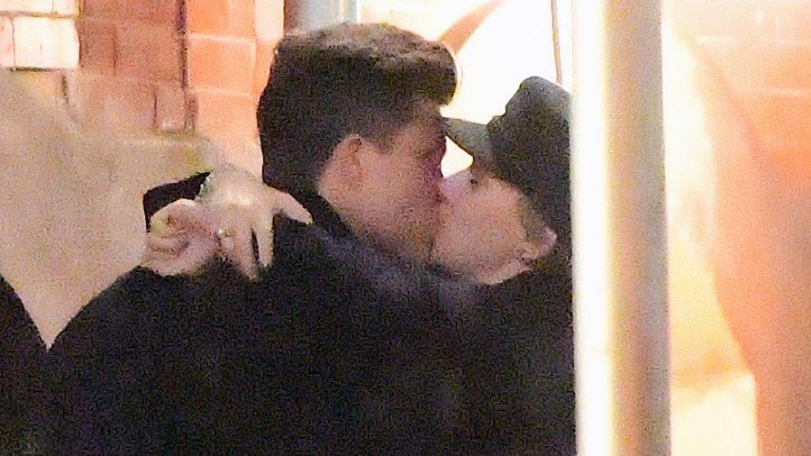 Colin Jost Scarlett Johansson kissing