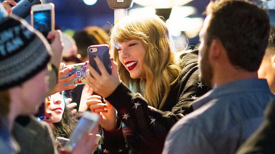 Taylor Swift fans pop up shop