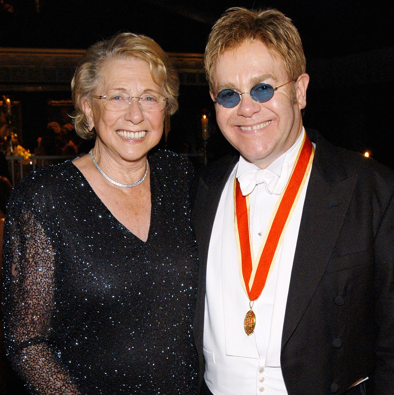 Elton John mom dies