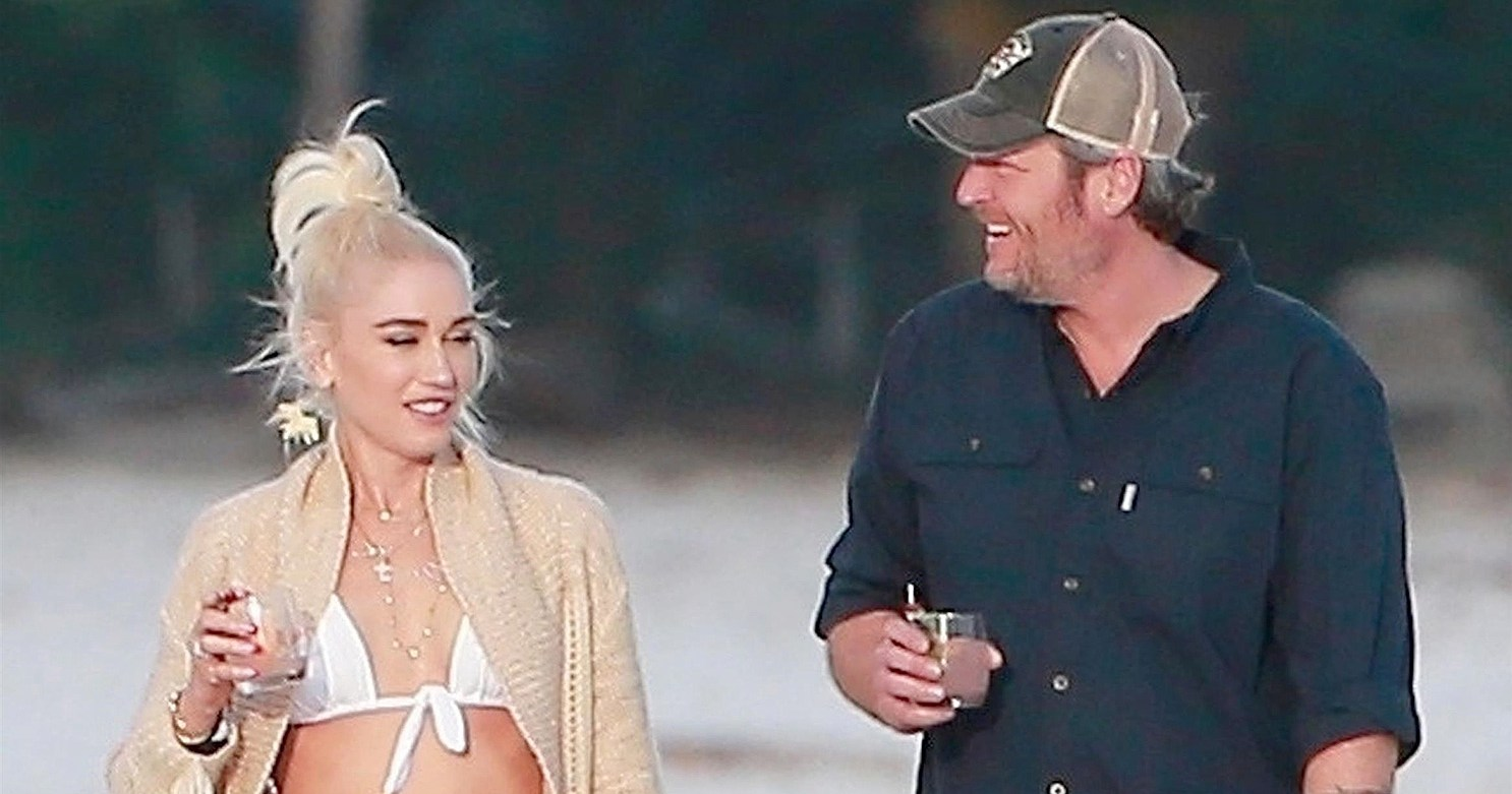 Gwen Stefani and Blake Shelton Go for Romantic Stroll in Mexico: Photos