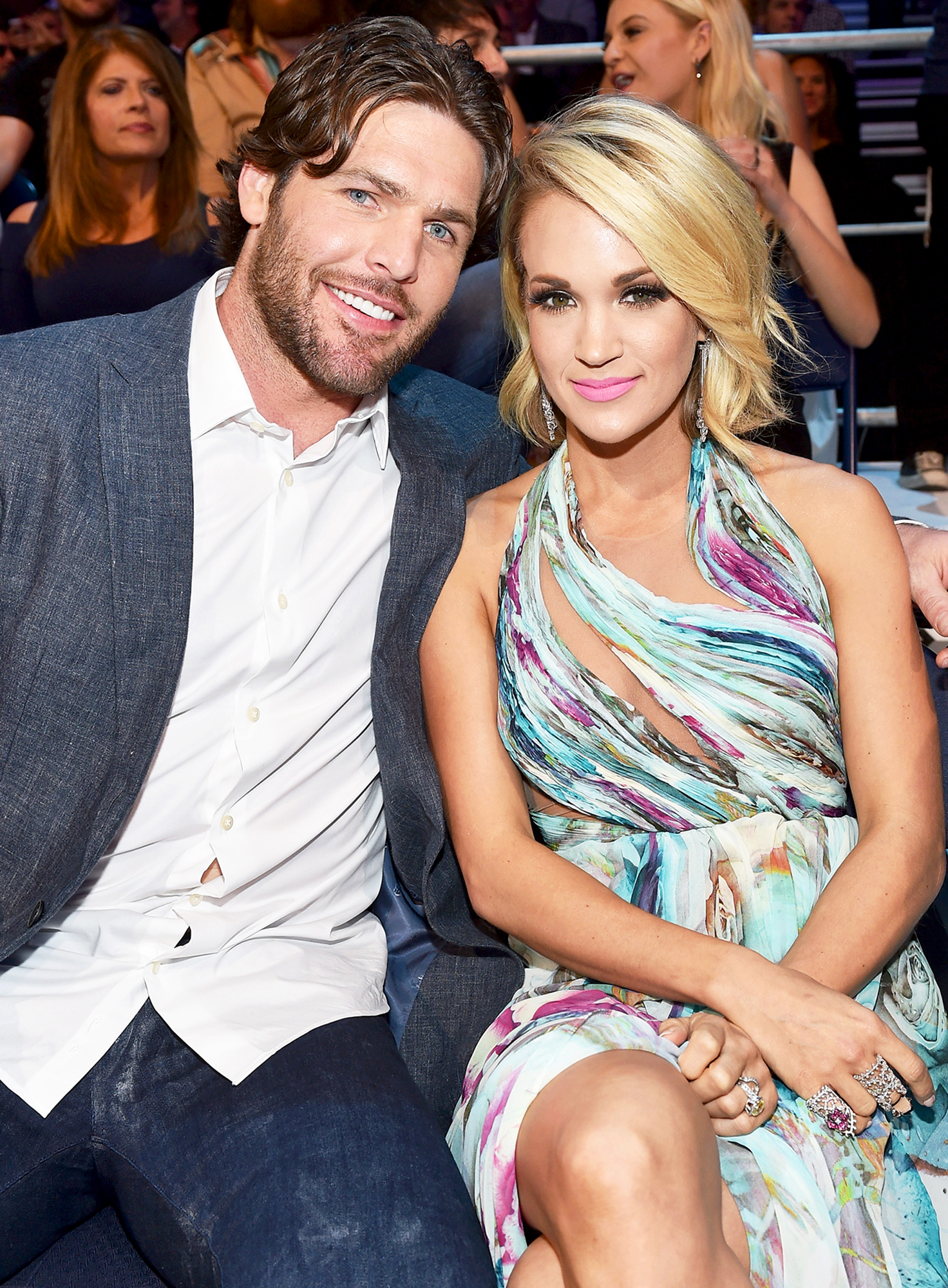 Who is carrie underwood hookup now