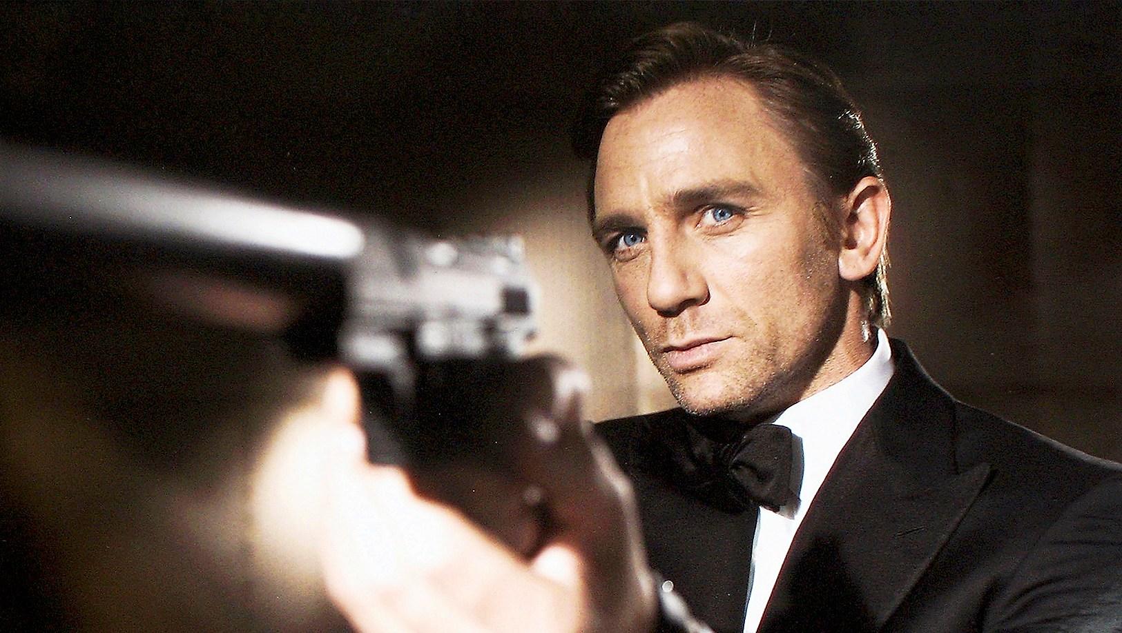 Daniel Craig poses as legendary British secret agent James Bond 007 in 'Casino Royale'