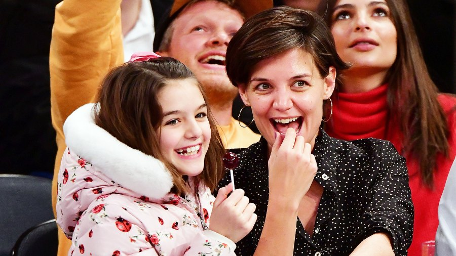 Katie Holmes and Suri Cruise Watch the Oscars 2018 at Home