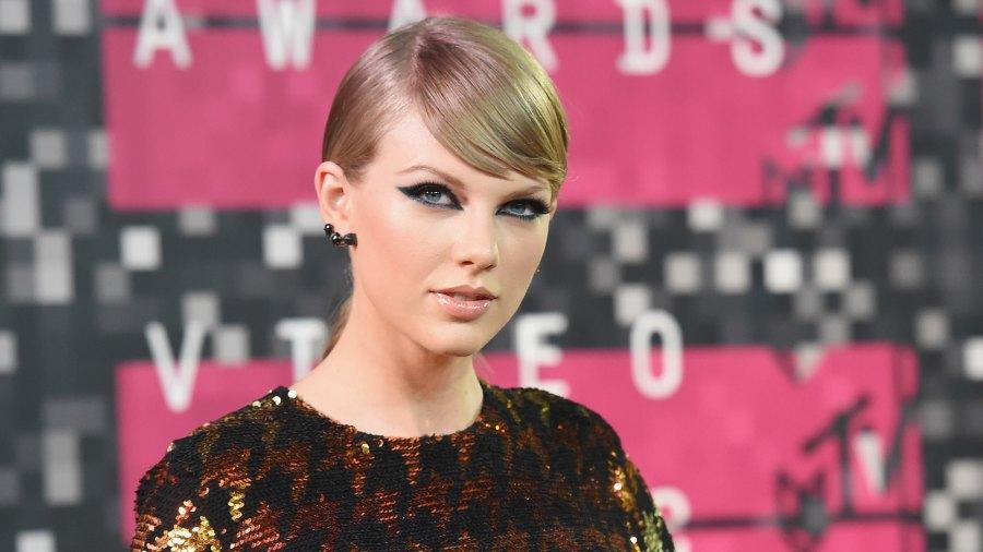 Taylor Swift sends champagne wedding