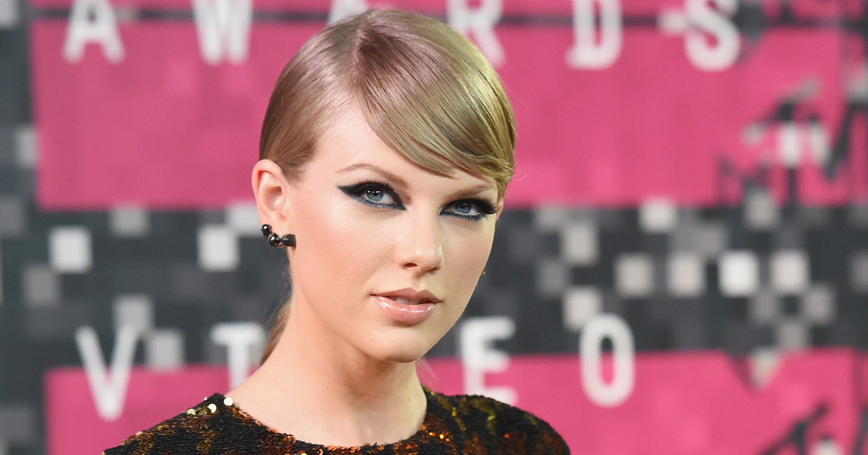 Taylor Swift Sends Couple Bottle of Champagne at Wedding