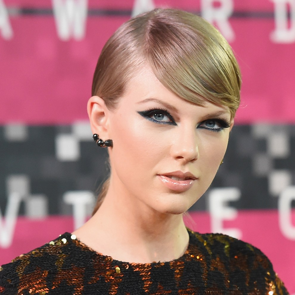 Taylor Swift sends champagne wedding