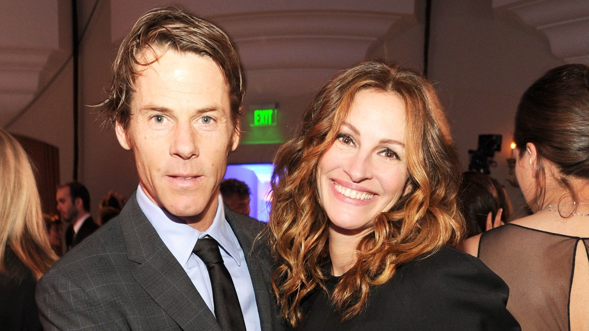 Inside Julia Roberts, Danny Moder\'s \'Really Solid\' Marriage