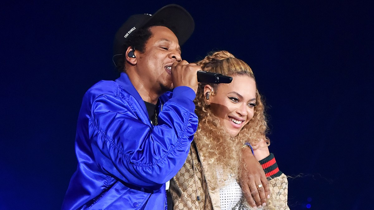 0c70dd158c9 Beyonce and Jay-Z Feature Twins Rumi and Sir in Tour Video