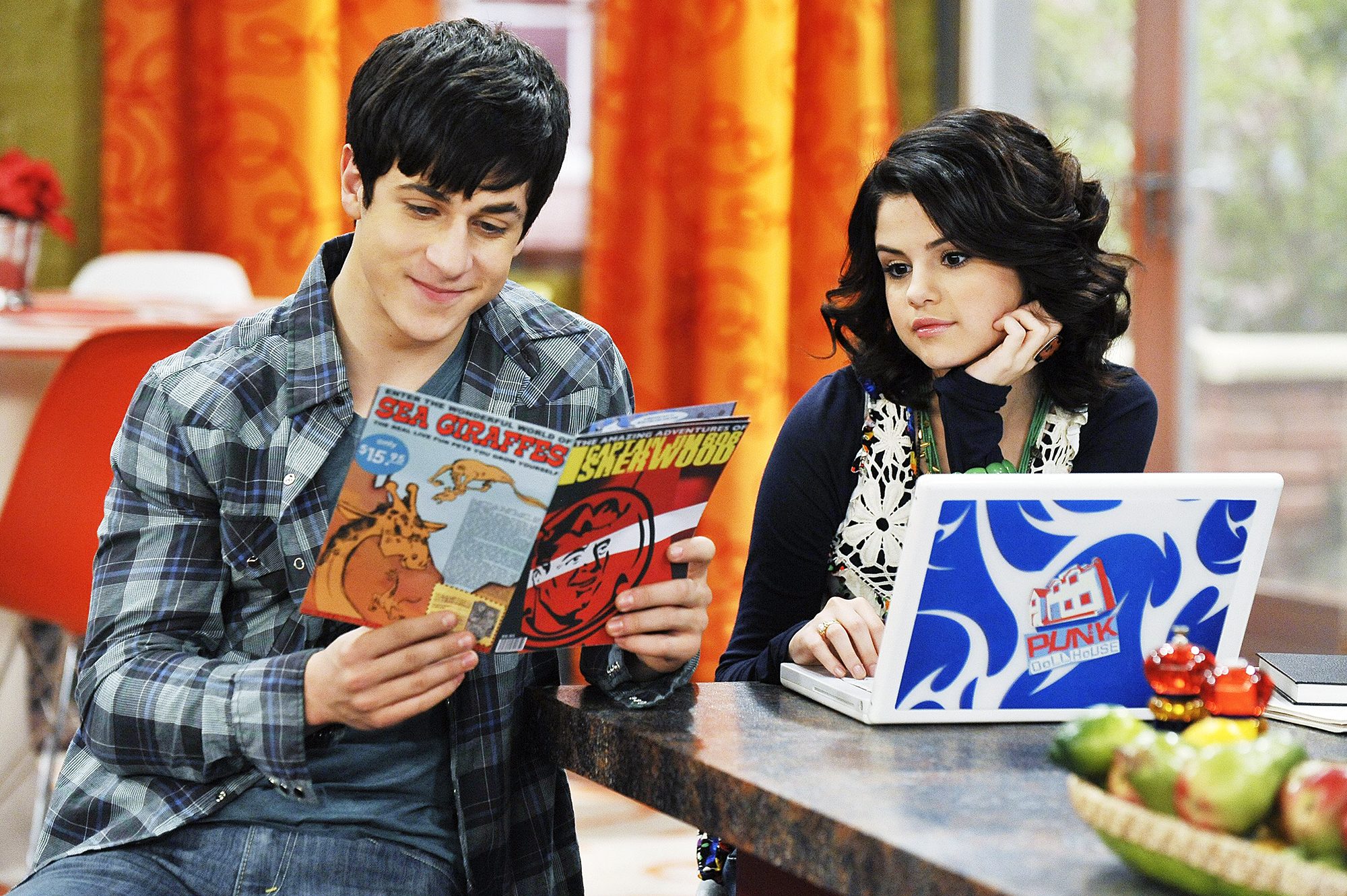 Selena Gomez reunites with David Henrie at Disneyland