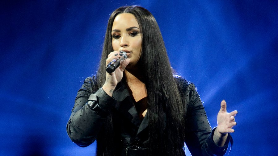 demi-lovato-cried-on-stage