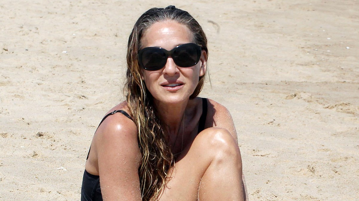 ef54b0cd179e5 Sarah Jessica Parker Uses a Fitbit to Stay Healthy After 50