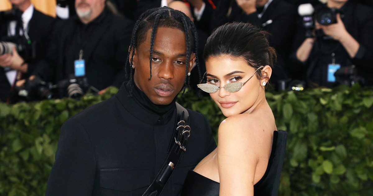 Kylie Jenner Clears Up Reports She Doesn't Live With Travis Scott