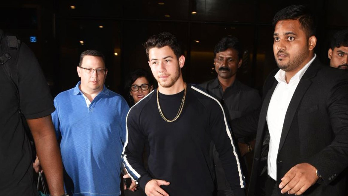 nick jonas parents india priyanka chopra