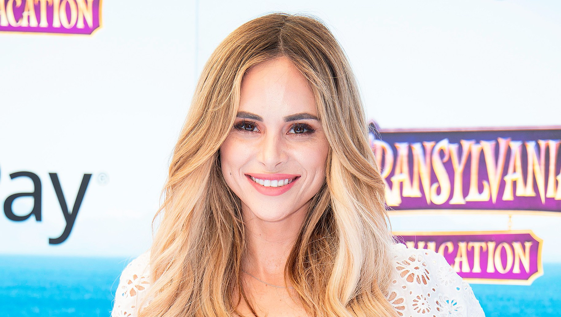 Amanda Stanton Donates To Domestic Violence Shelter