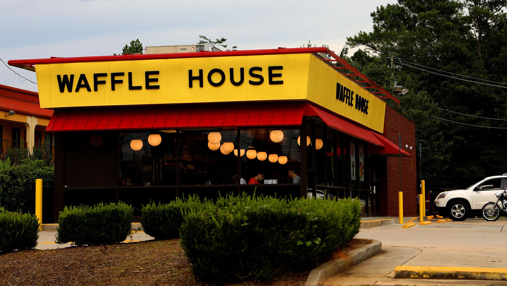 Waffle House Activates Storm Center Ahead of Hurricane Florence, 1 Restaurant Will Close