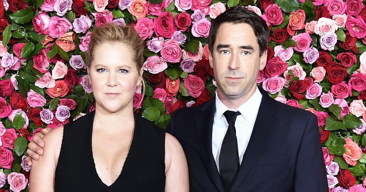 Amy Schumer Pregnant, Expecting First Child With Chris Fischer