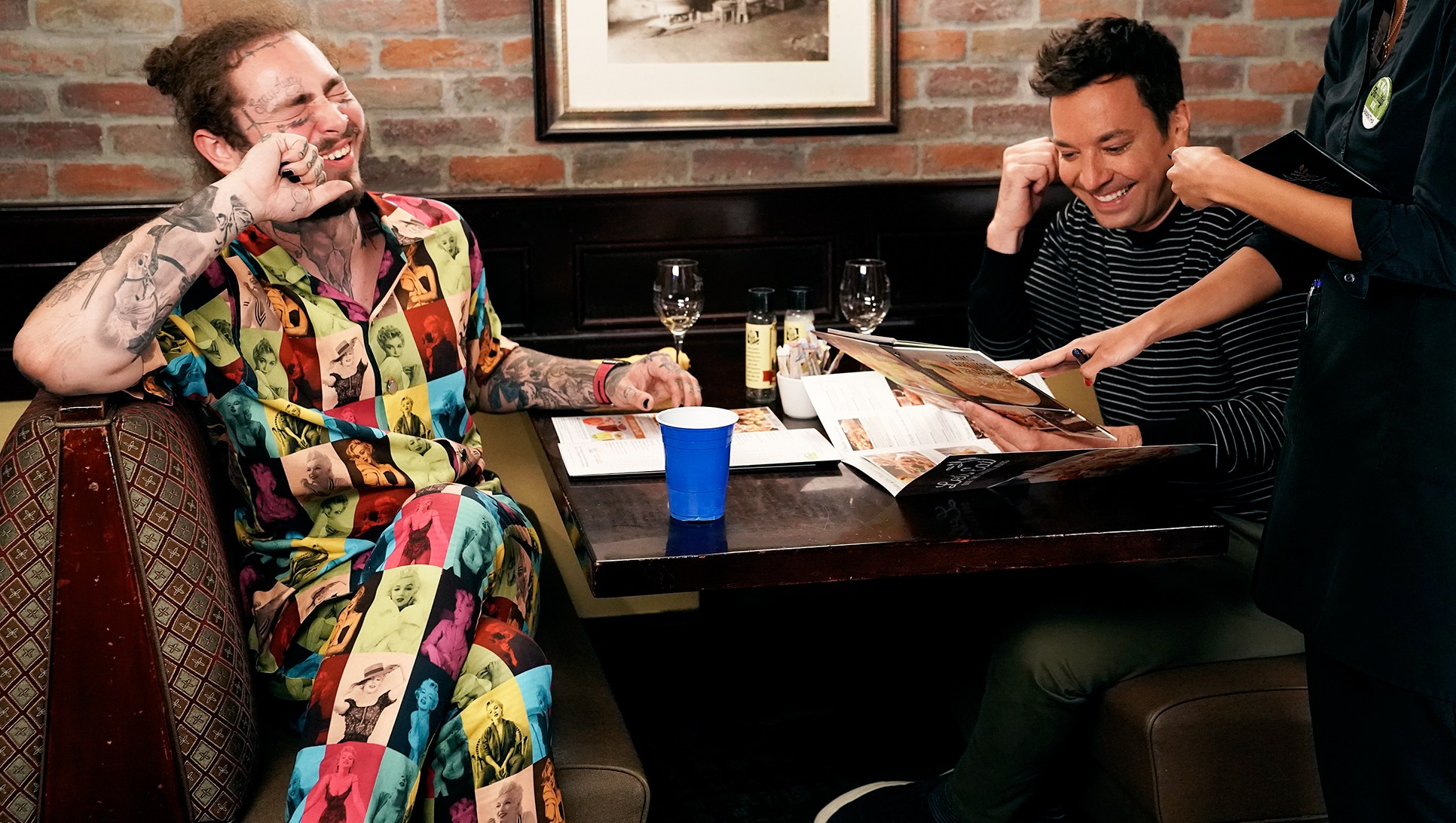 Jimmy Fallon Eats at Olive Garden for the First Time with Post Malone, Twitter Goes Wild