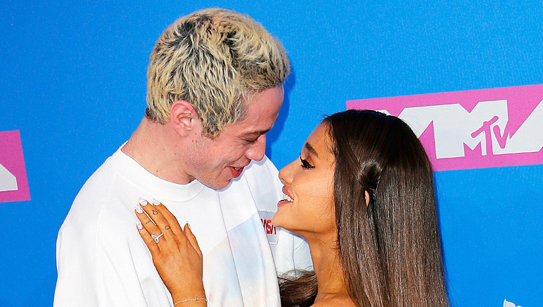 Pete Davison Ariana Grande Swaps Engagement Ring Friendship Ring