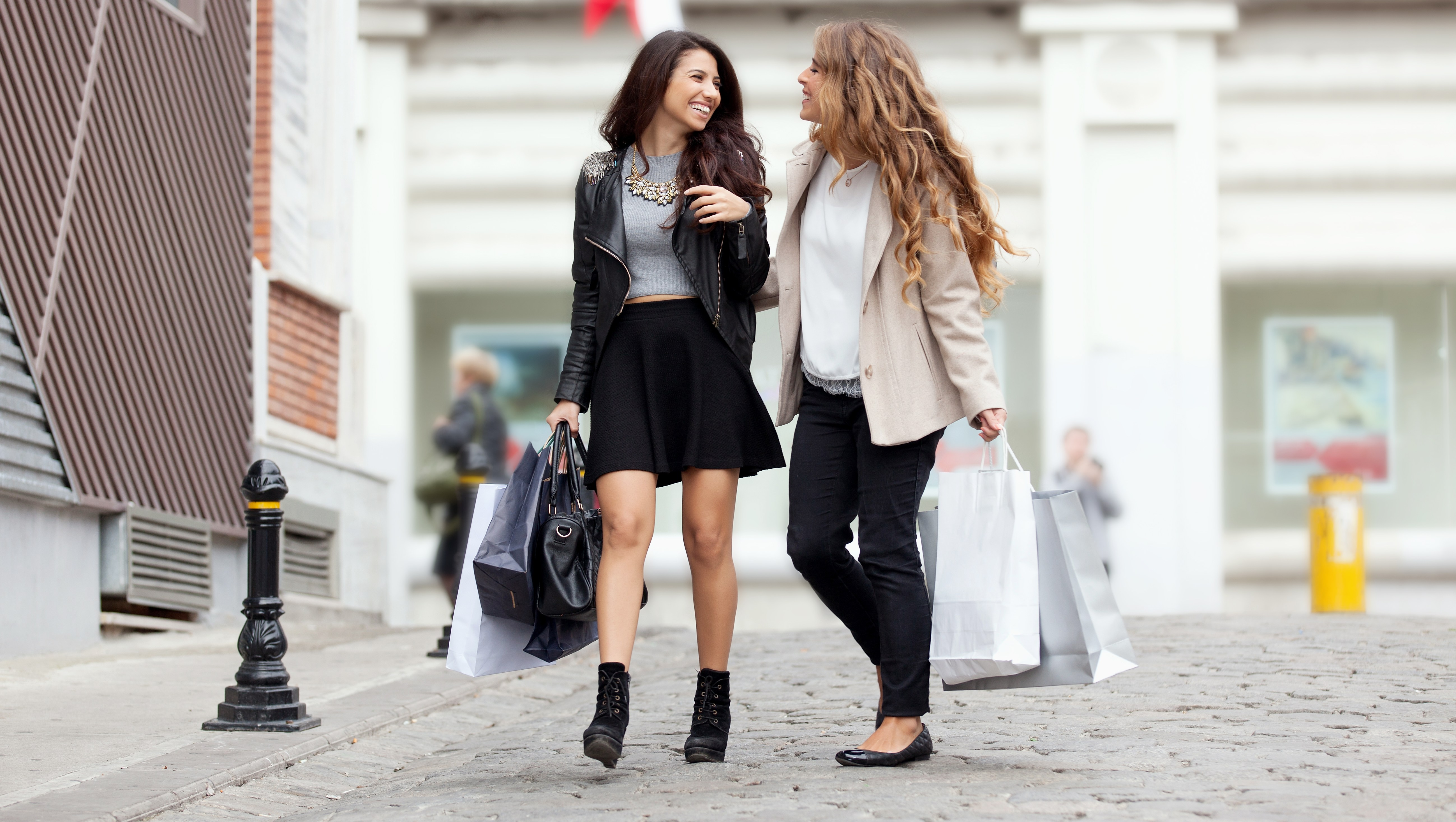 friends shopping for the holidays