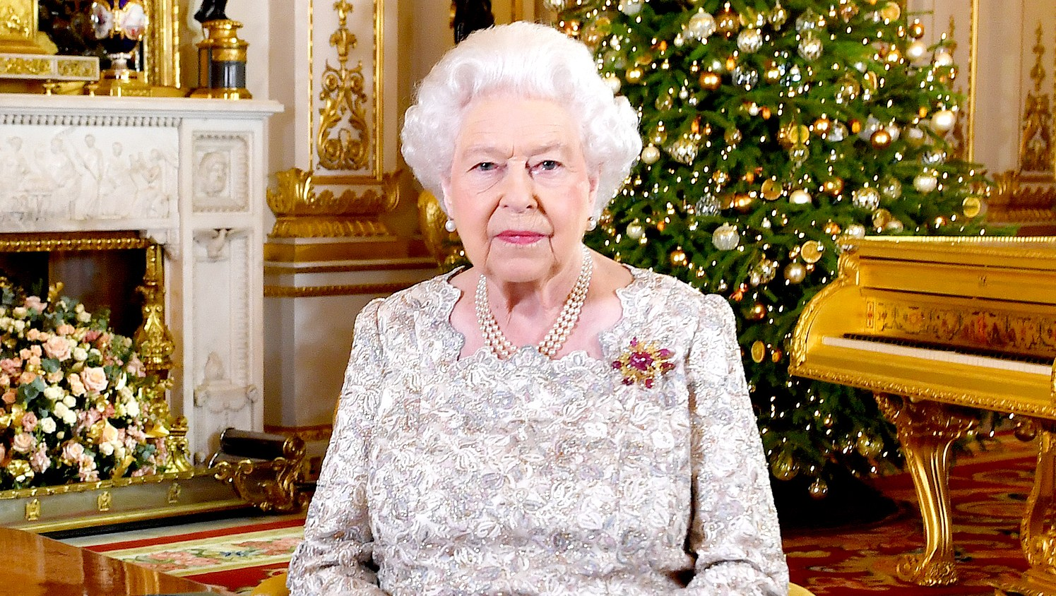Queen-Elizabeth-ll-christmas-brooch