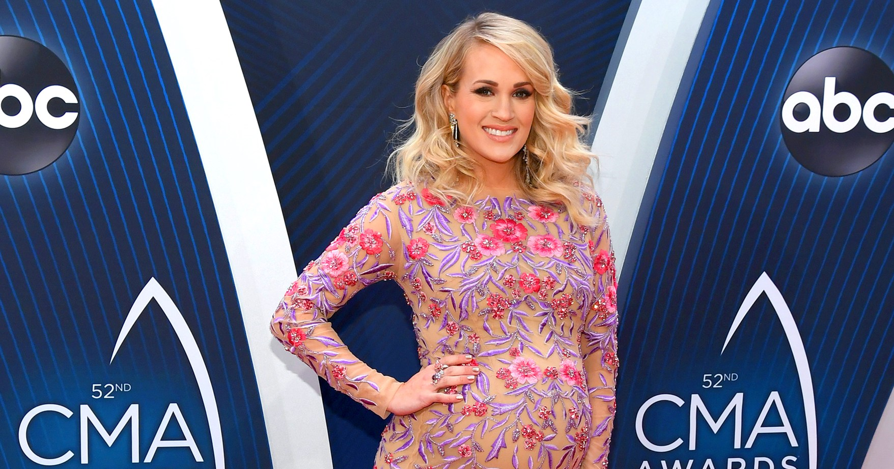Pregnant Carrie Underwood Gets Help Tying Her Shoes