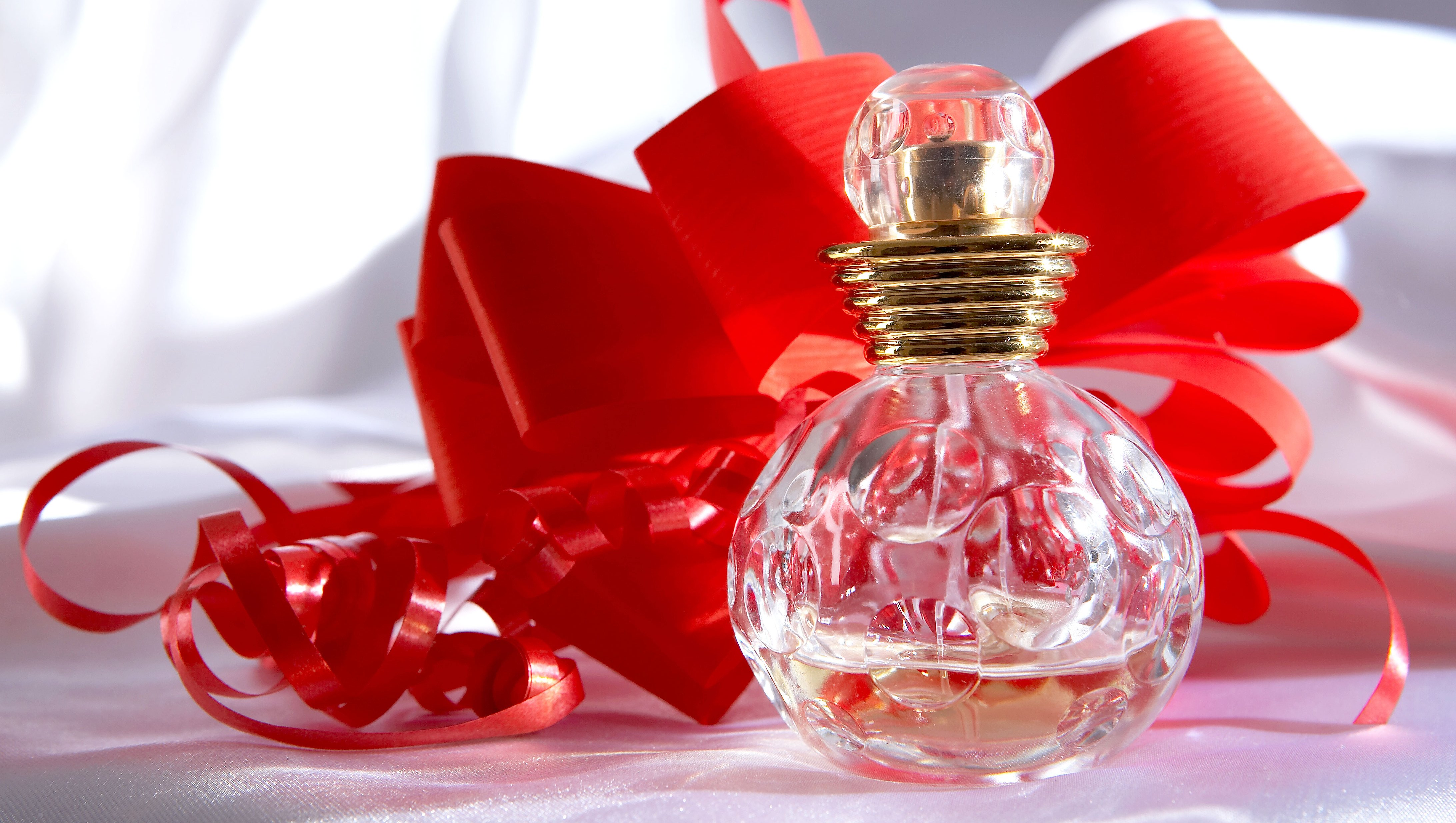 holiday-gift-guide-perfume-fragrance-gift