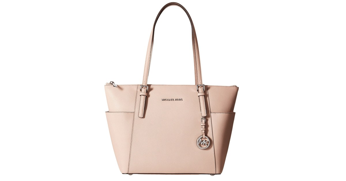 d1378d1b01f982 Shoppers Are Obsessed With this Michael Kors Bag and It's Obvious Why