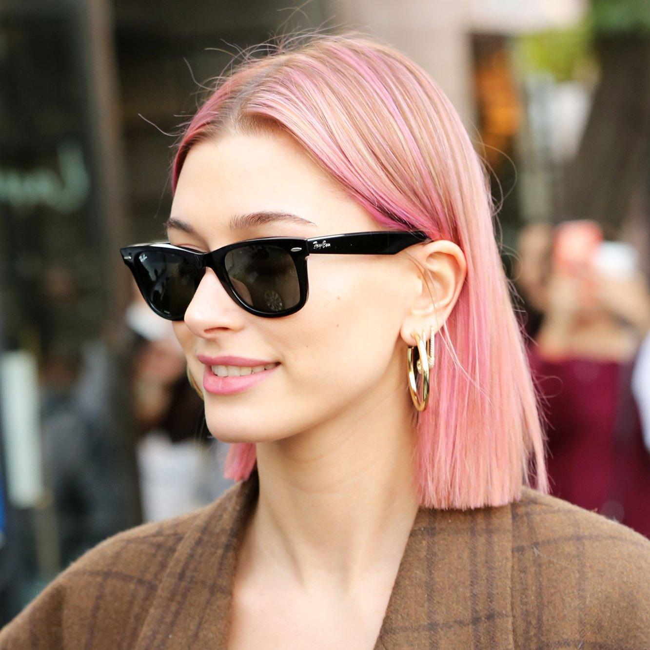 Hailey Baldwin pink hair