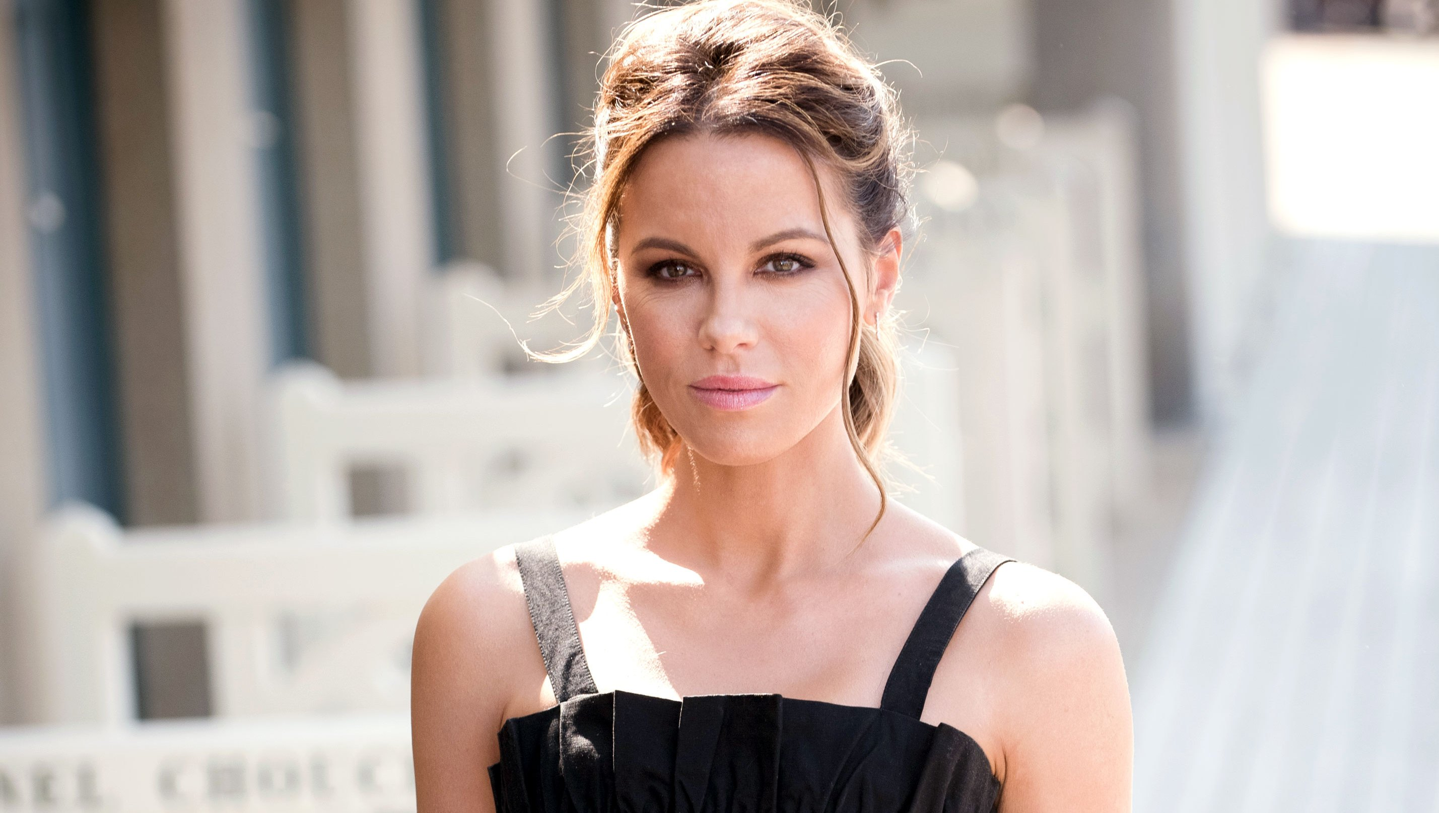 Kate Beckinsale Reveals She's Been Hospitalized After Suffering Ruptured Ovarian Cysts
