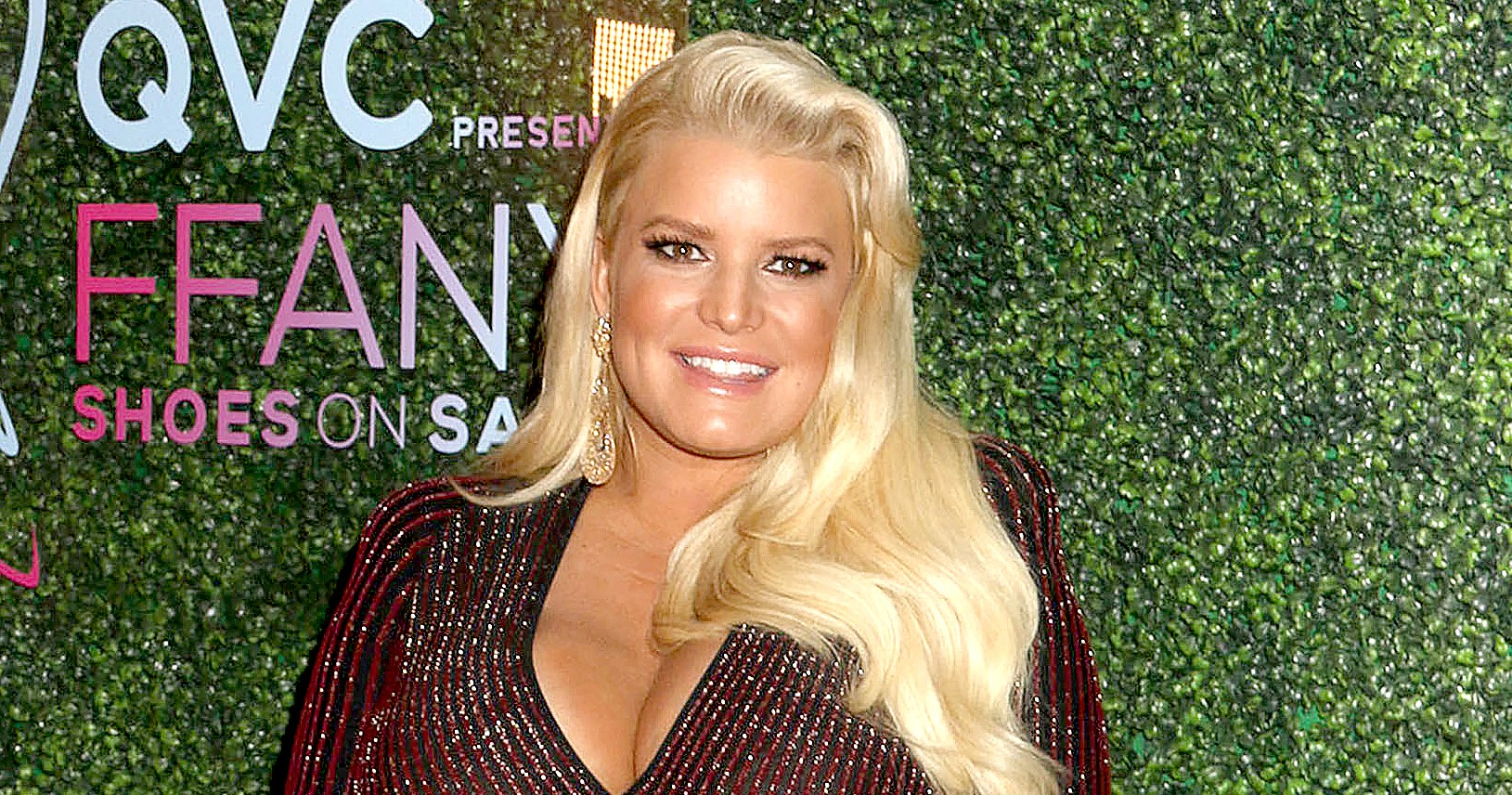 Pregnant Jessica Simpson Mocks Her Extremely Swollen Foot in #10YearChallenge