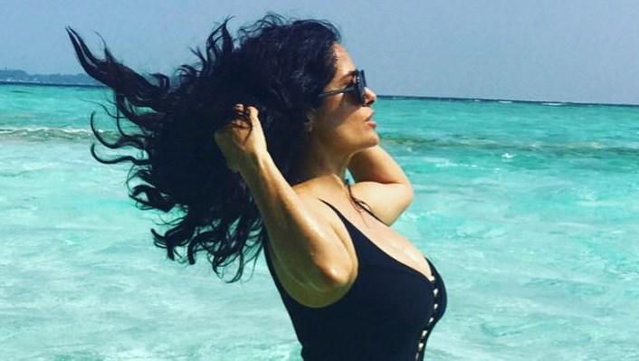 Salma-Hayek-bikini-body