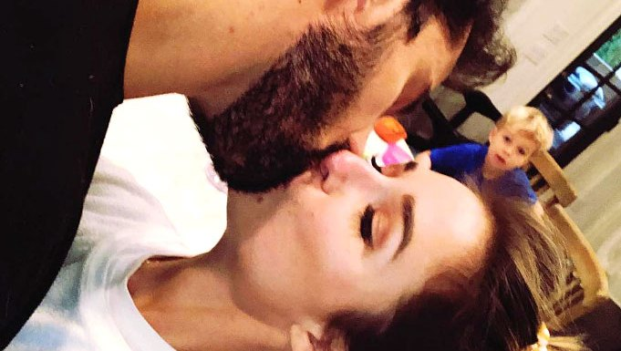Jessie James Decker 'Sneaks In' Kiss From Husband