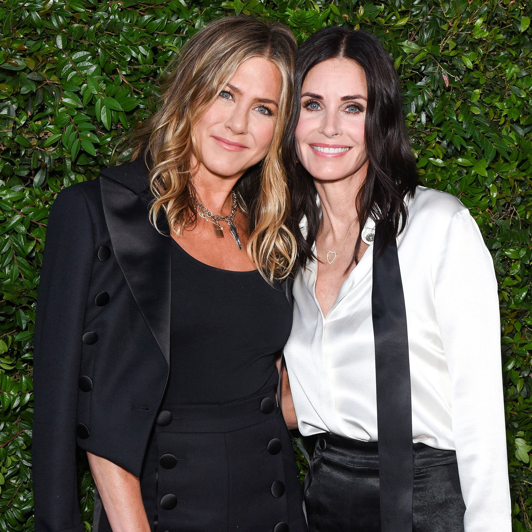 ennifer Aniston, Courteney Cox and Friends Arrive Safely in Cabo After Emergency Plane Landing