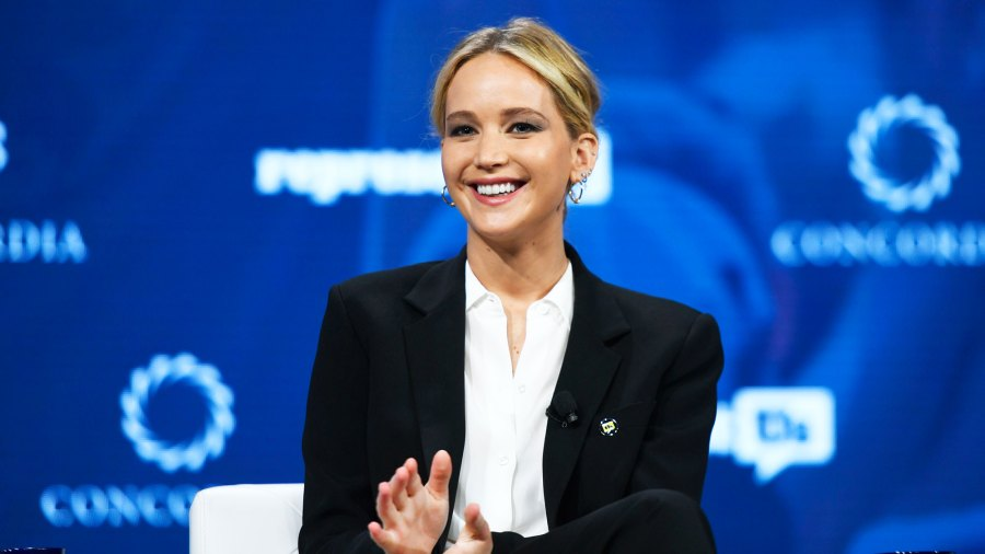 An Even Closer Look at Jennifer Lawrence's Giant Engagement Ring Reveals More Details