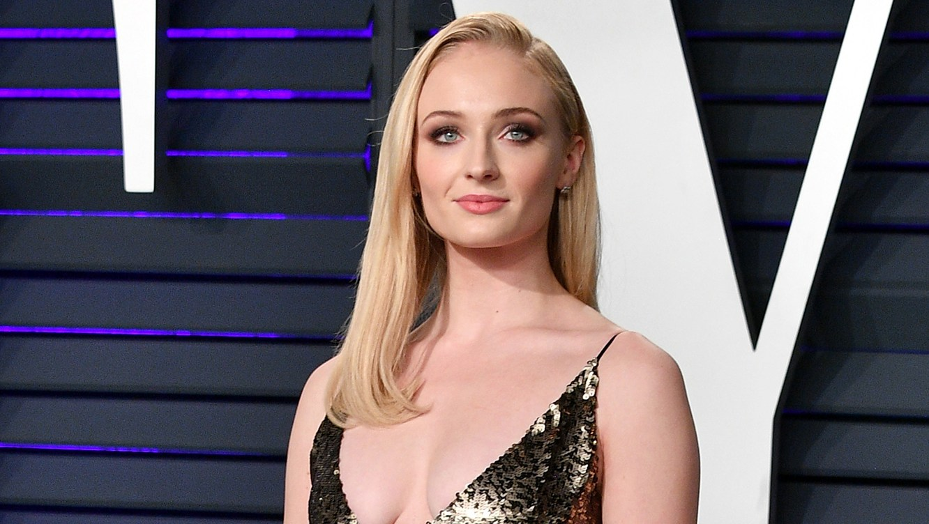 """Sophie Turner Didn't Think She'd Get Engaged This Young, Talks Experimenting with Her Sexuality: 'I love a soul, not a gender."""""""