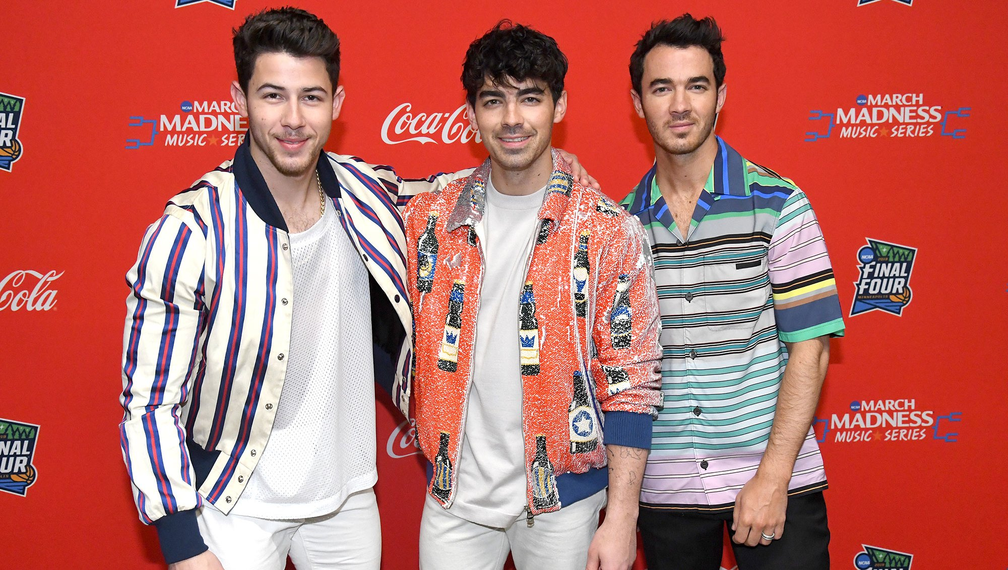 Jonas Bros Happiness Begins