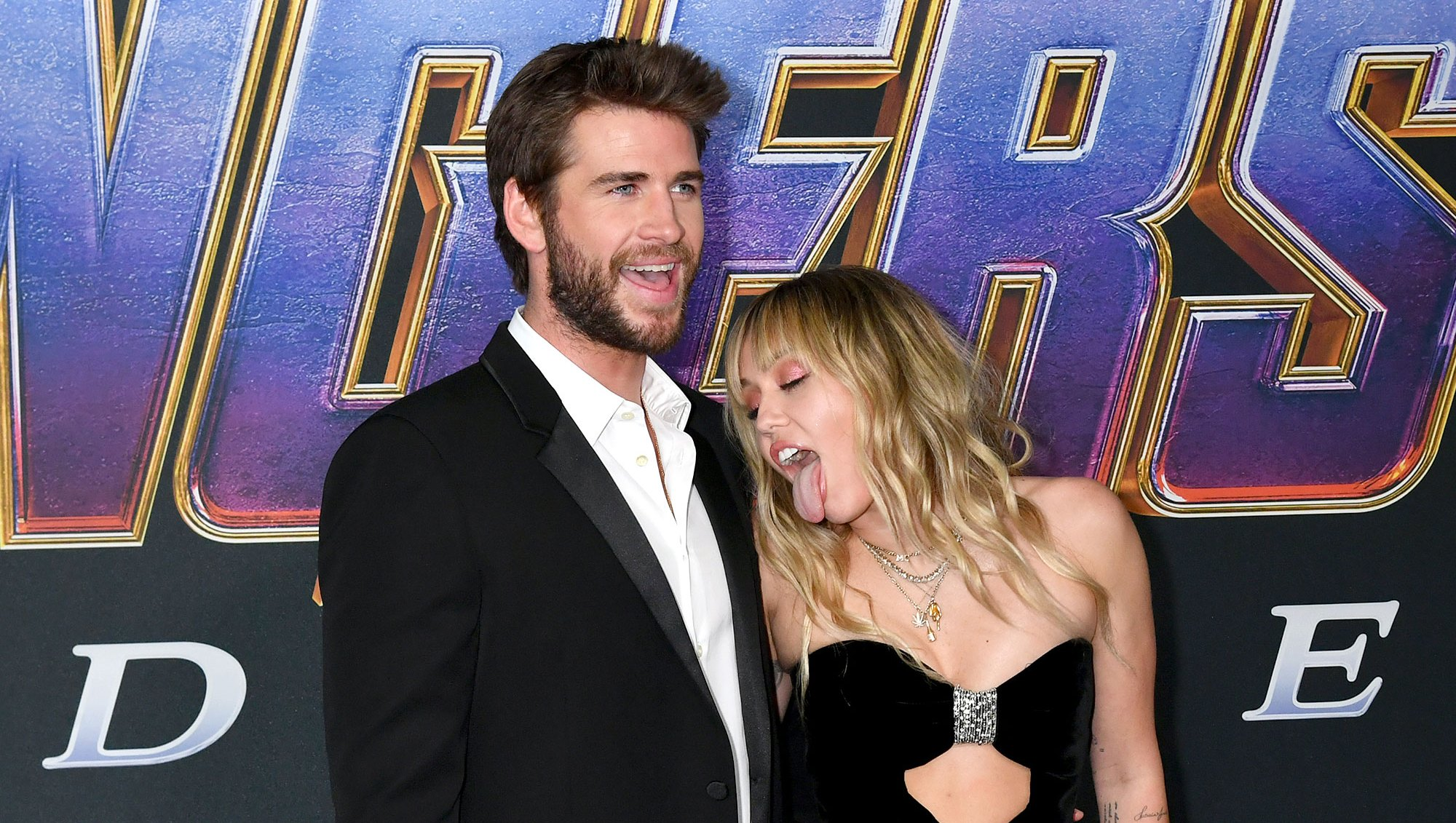 Miley Cyrus Licks Liam Hemsworth