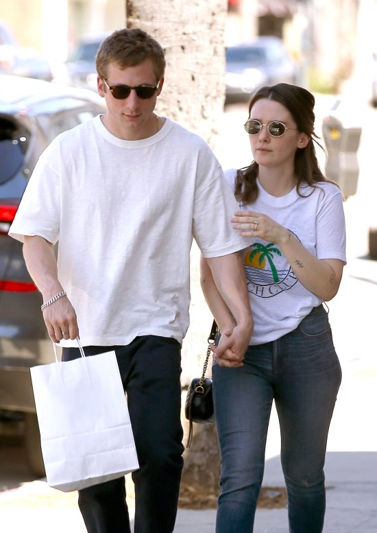 'Shameless' star Jeremy Allen White Is Engaged to Girlfriend Addison Timlin