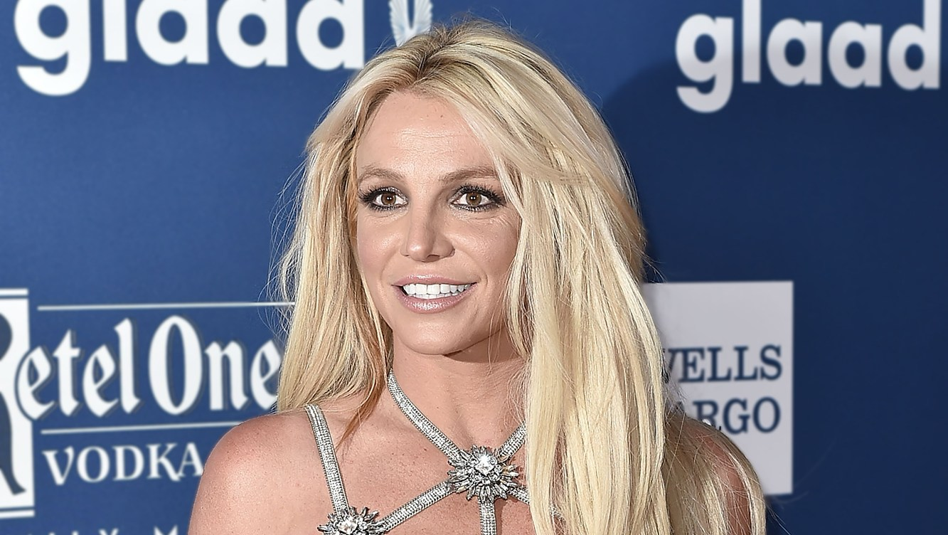 Britney Spears Demonstrates Summer Workout Moves