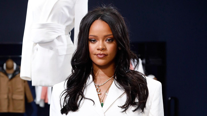 Rihanna-pantless