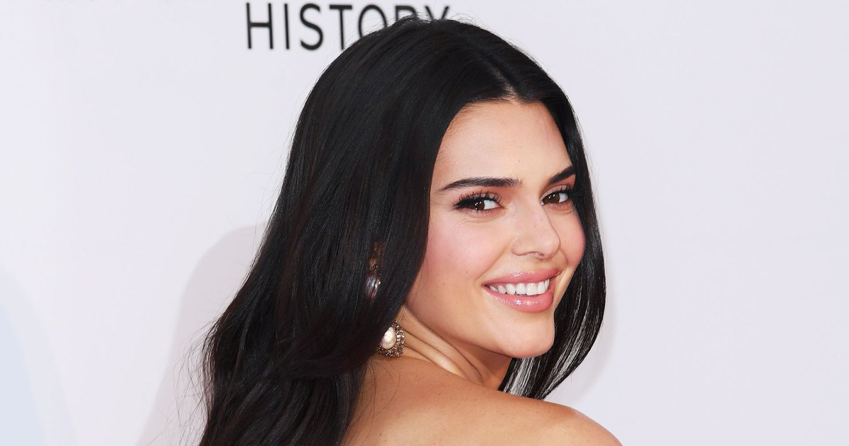 Kendall Jenner Uses Moon Teeth Whitening Pen Before Red Carpet