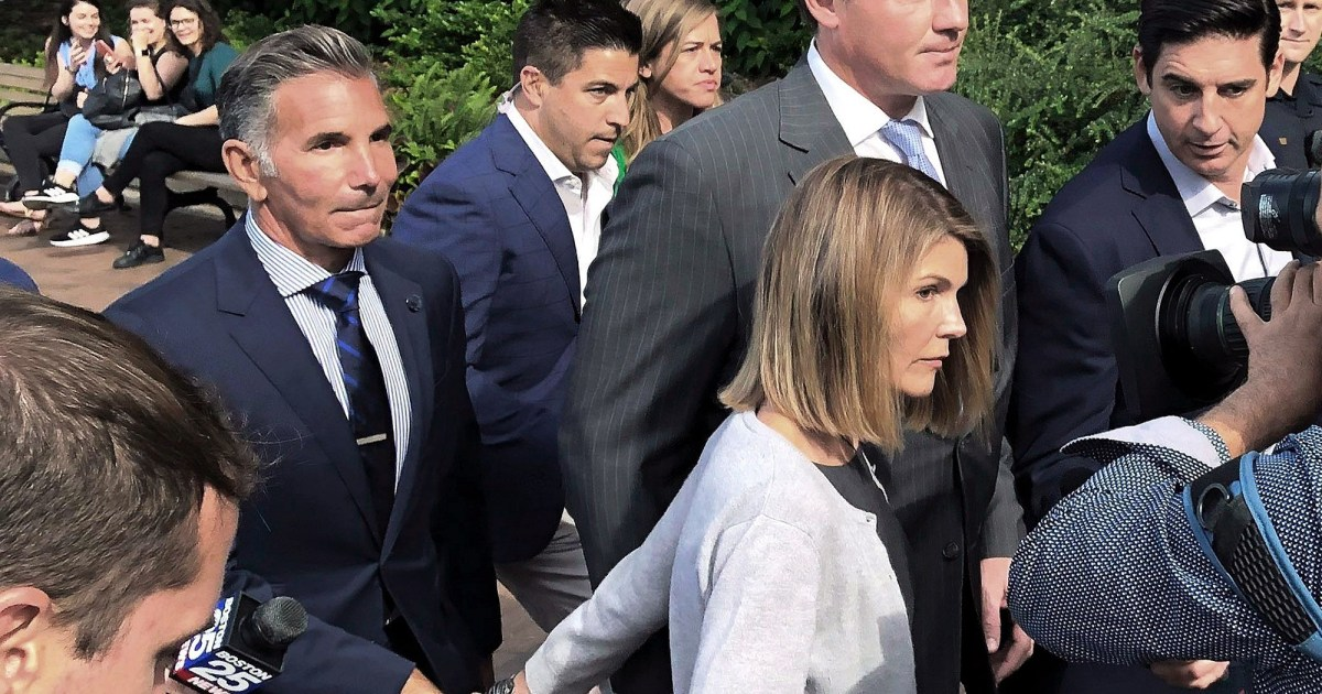 Lori Loughlin, Mossimo Giannulli Appear in Court Amid Conflict Over Lawyers