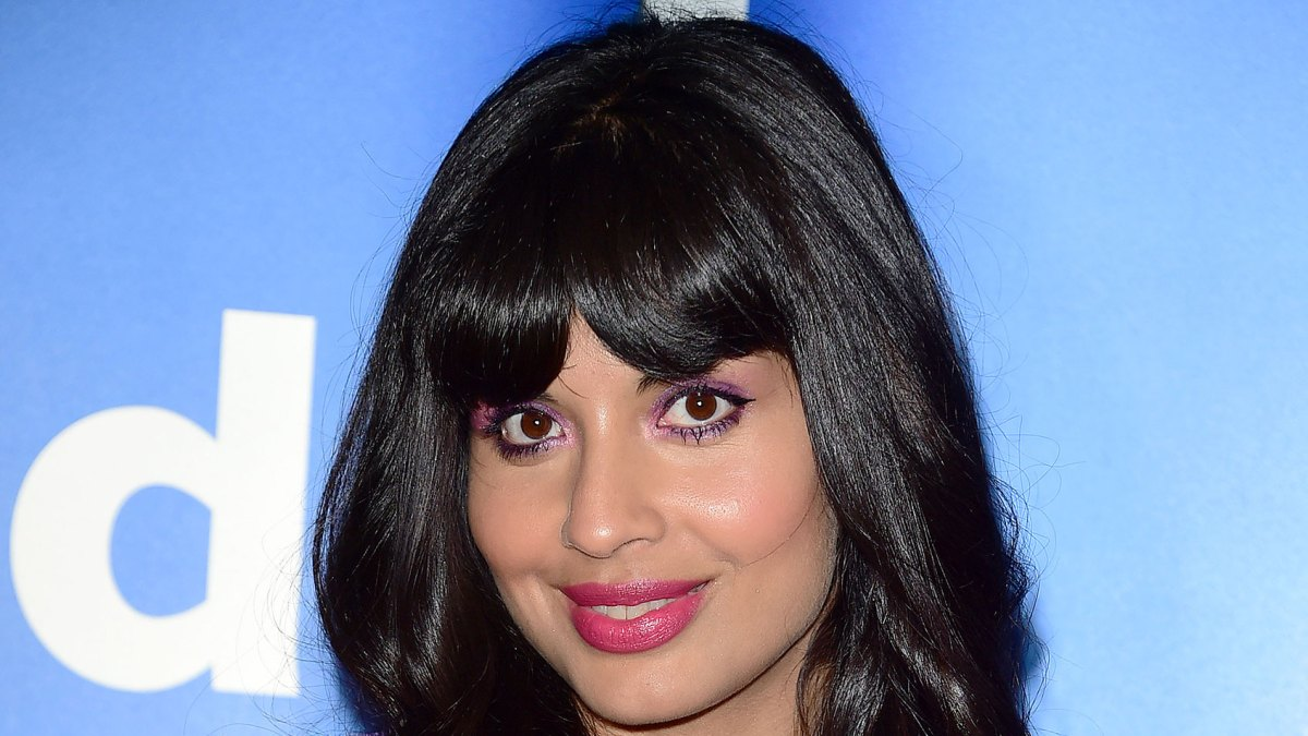 Jameela Jamil Defends Herself After Sharing a Gluten-Free Recipe: 'As If I Would Promote Any Diet'