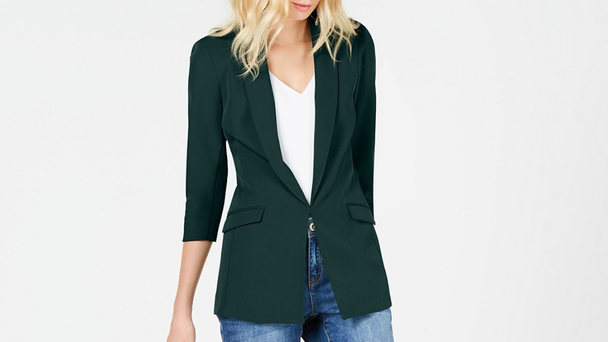 This Borrowed-From-the-Boys Blazer Is Fall's Most Popular Trend