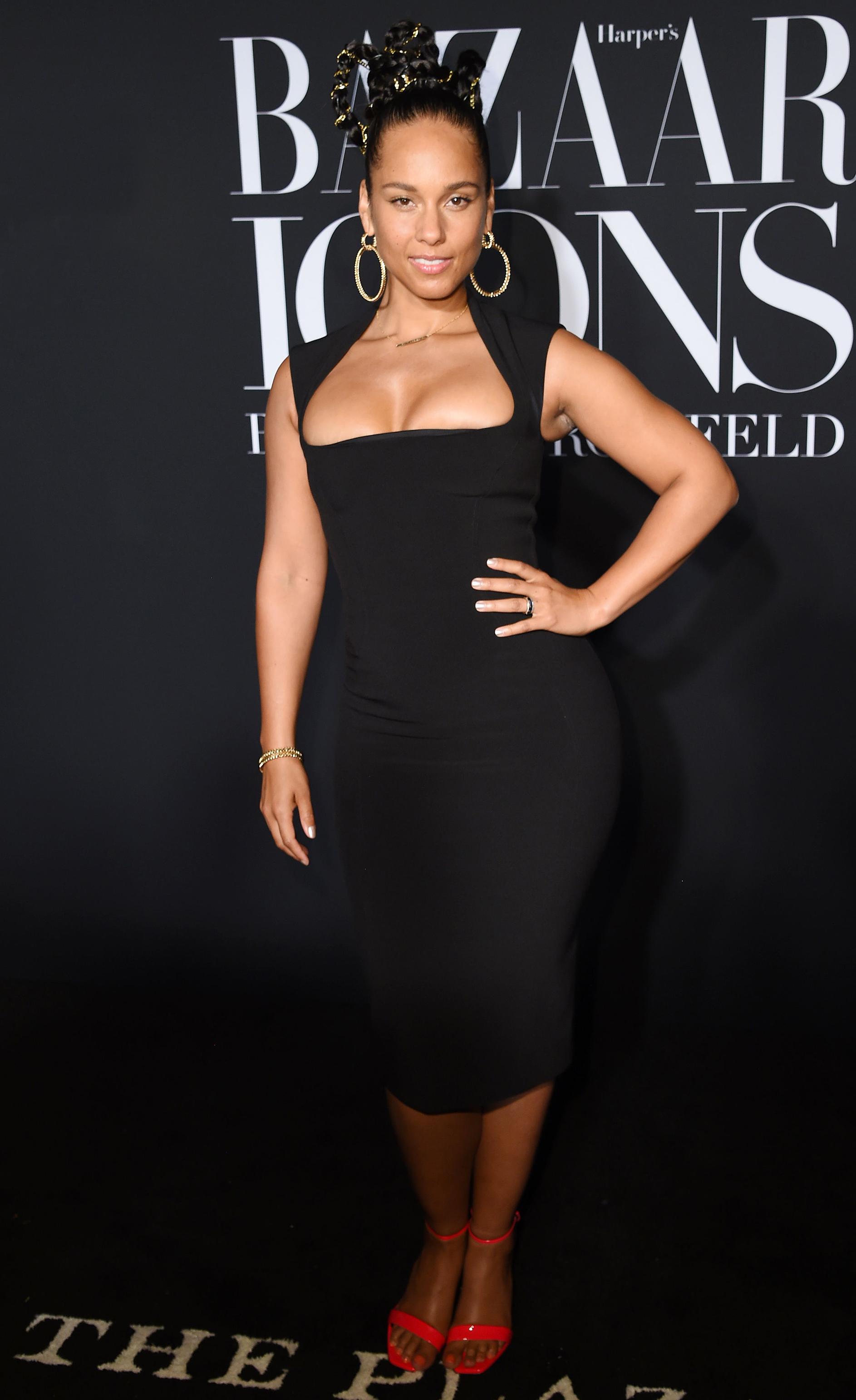 https://www.usmagazine.com/wp content/uploads/2019/09/NYFW Style Alicia