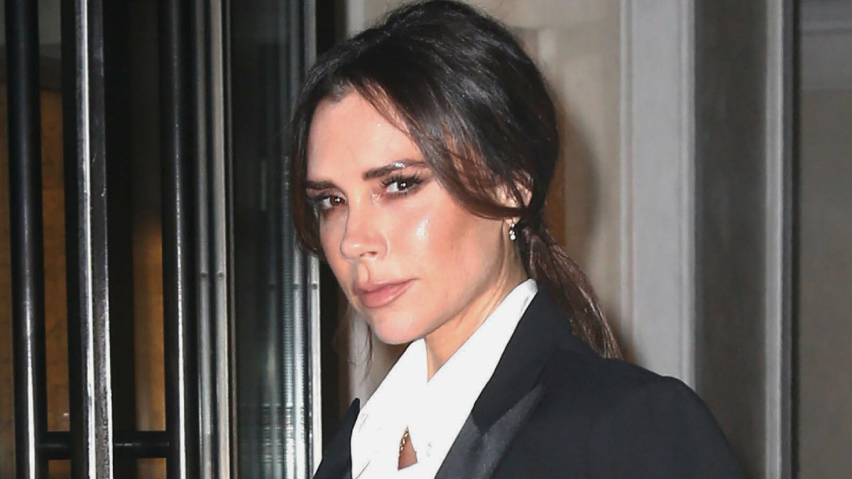 Victoria Beckham Maintains Her Striking Hair Color With This Shampoo