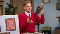 Tom Hanks A Beautiful Day in the Neighborhood Review