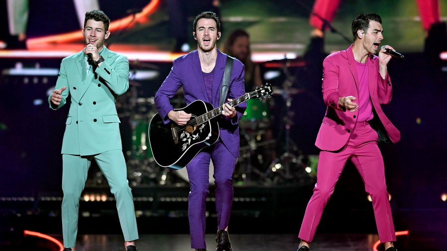 Find-Out-How-to-See-the-Jonas-Brothers-Perform-in-Paradise
