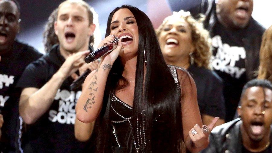 Demi-Lovato-National-Anthem-Superbowl